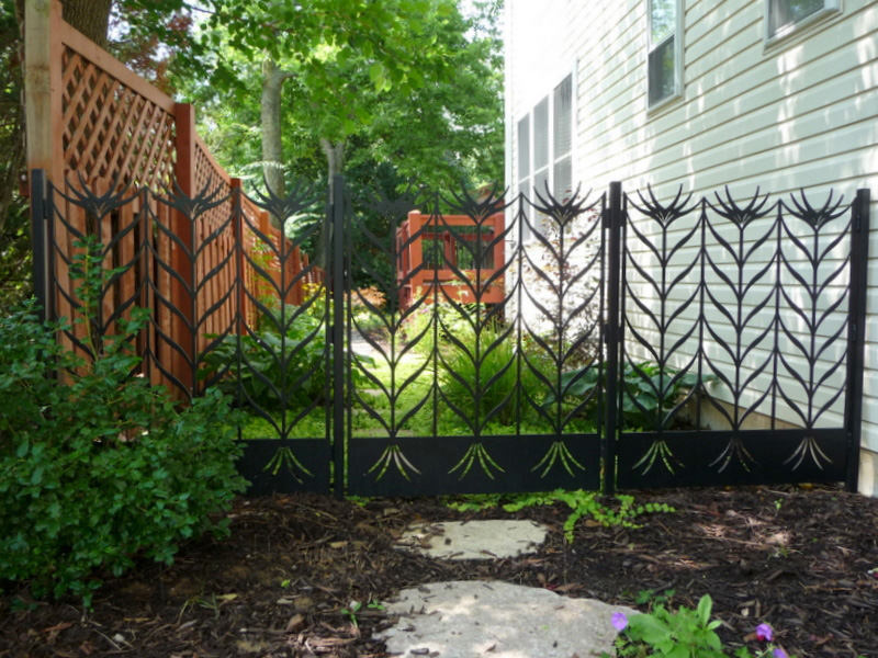 Acicular Flower Fence – No Dogs! Designed and made by Trellis Art Designs